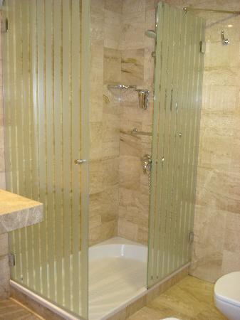 Cantur City Hotel: Baño