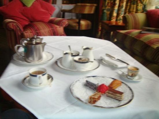 Newmarket-on-Fergus, Ireland: Afternoon tea at Dromoland Castle, Ennis