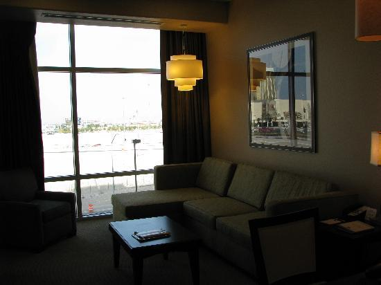 Staybridge Suites Las Vegas: Comfortable living room!