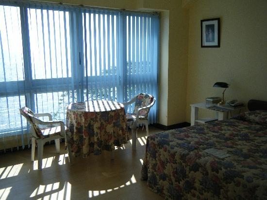 Bethel Guest House : Room on the fifth floor with the view of the beach