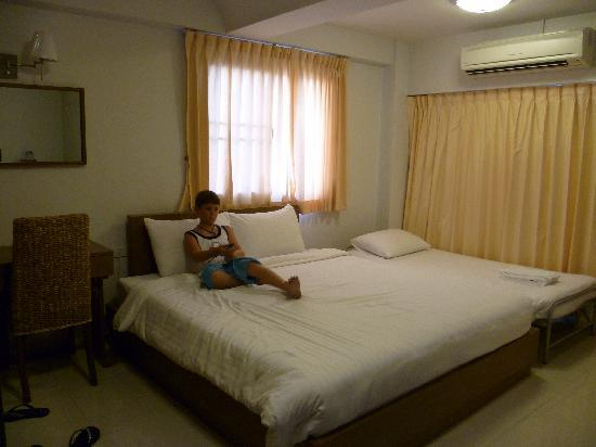 The Ivory Suvarnabhumi Bangkok: Hotel room - pretty cramped (note the thin curtain that lets the lights in)