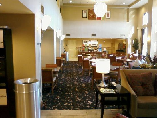 Hampton Inn & Suites Columbus-Easton Area: Breakfast Area