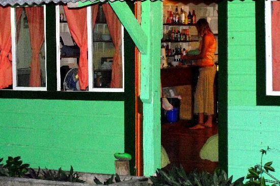 Casa Verde Hostel & Guesthouse : the kitchen