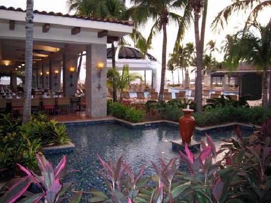 Pierre Mundo Imperial: The Terrace Restaurant