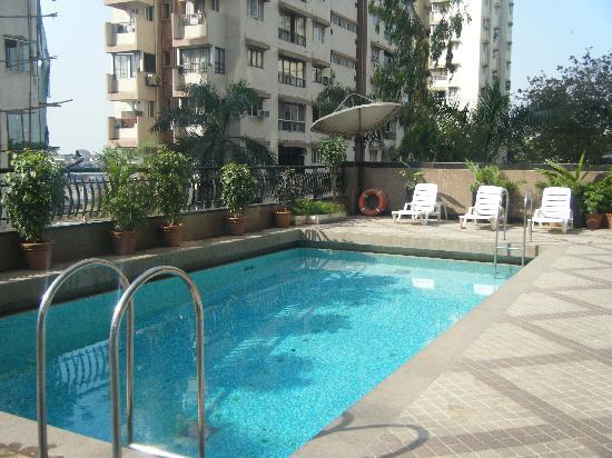 Fariyas Hotel Mumbai: Rooftop Pool Fariyas Hotel