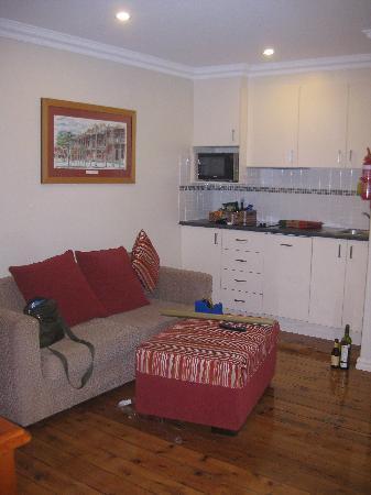 Millthorpe Motel: Kitchen/lounge