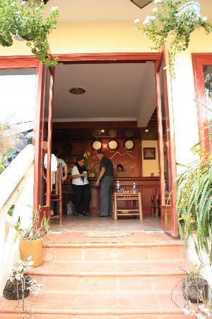 Fansipan View Hotel: Entrance