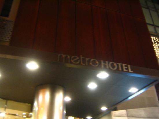 Metro Hotel: ホテル玄関