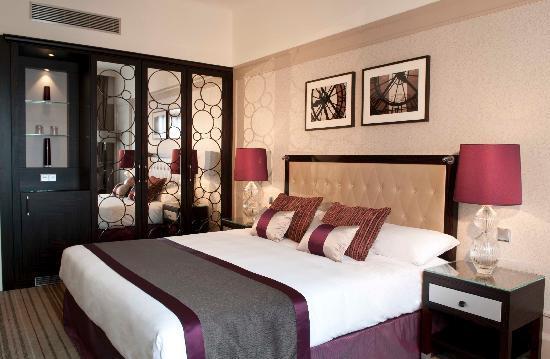 Paris Marriott Opera Ambassador Hotel : Chambre Supérieure (rénovée 2009-2010)