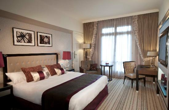 Paris Marriott Opera Ambassador Hotel : Chambre Deluxe (rénovée 2009-2010)
