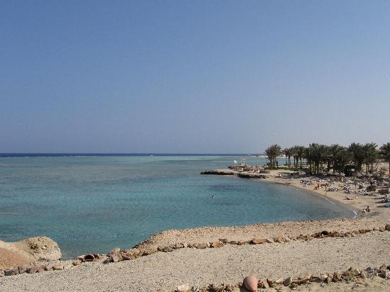 Kahramana Beach Resort: Vista della spiaggia con animazione