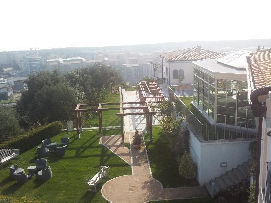 Parte del giardino di Villa Ersilia visto dalla camera