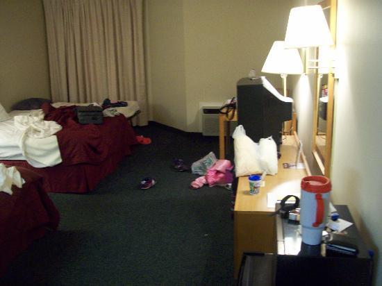 Comfort Inn Birch Run: 2 Queen room,mini fridge and micro.Made us at home