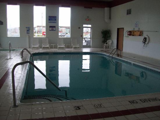 Comfort Inn Birch Run: Pool at the Comfort Inn. Warm and pretty full