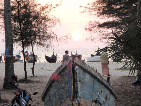 Kadalamma Beach Homestay: Sun Down