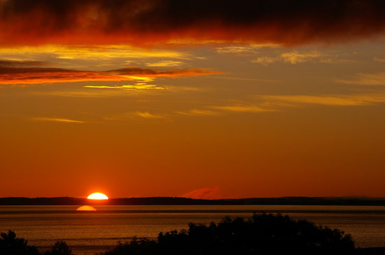 Rockport, Μέιν: Sunrise on Penbscot Bay (View from Balcony)