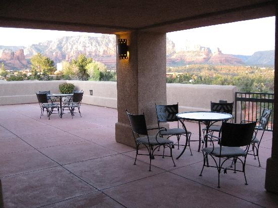 Best Western Plus Inn of Sedona: the shared patio outside our room. we actually met some nice people this way, yet we always had