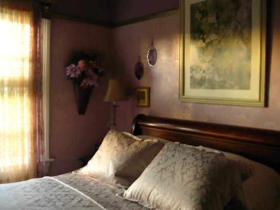 A White Jasmine Inn : Guest room