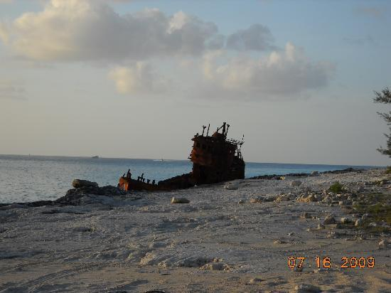 Bimini: old ship