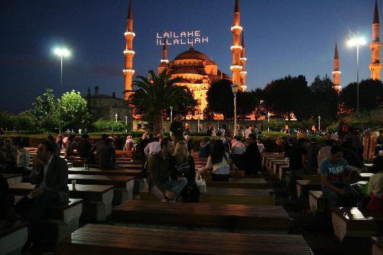 Τουρκία: Vista nocturna de la mezquita azul