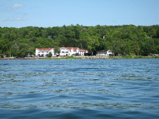 Ephraim Shores Resort: Motel From Sail Boat