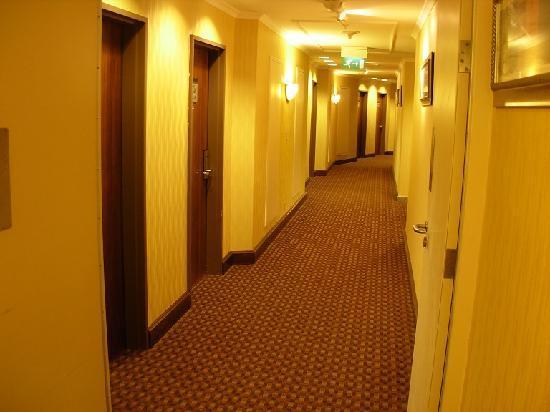 Al Marwa Rayhaan by Rotana-Makkah : Corridor