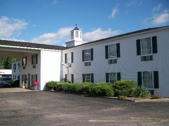 Knights Inn Sandusky OH : Main Entrance