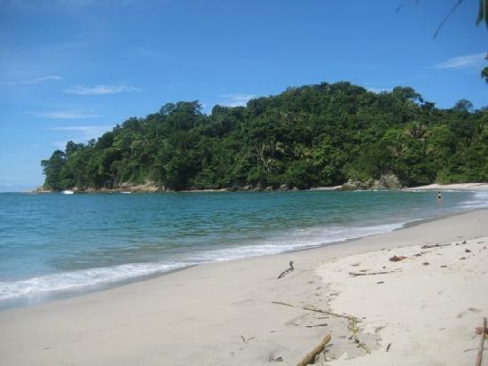 Villas Tranquilas: Manuel Antonio beach a few minutes away