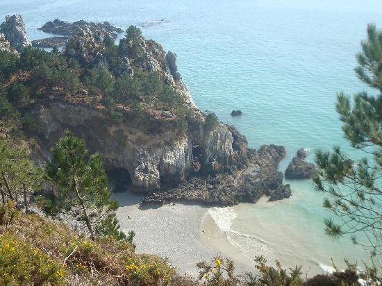 Morgat, فرنسا: Une crique entre Morgat et la pointe de la chèvre