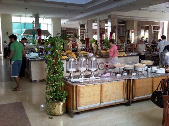 Maritim Jolie Ville Resort & Casino Sharm El-Sheikh : Breakfast buffet