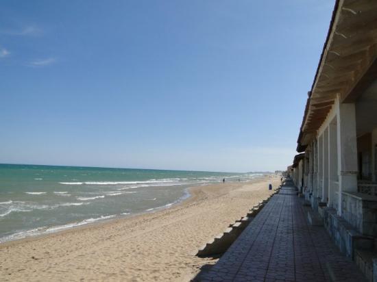 Guardamar del Segura, Spain: Playa de Guardamar. Va desde Santa Pola a Torrevieja