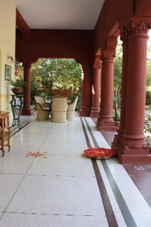 Hotel Ratan Vilas: patio area lovely for a drink or dinner