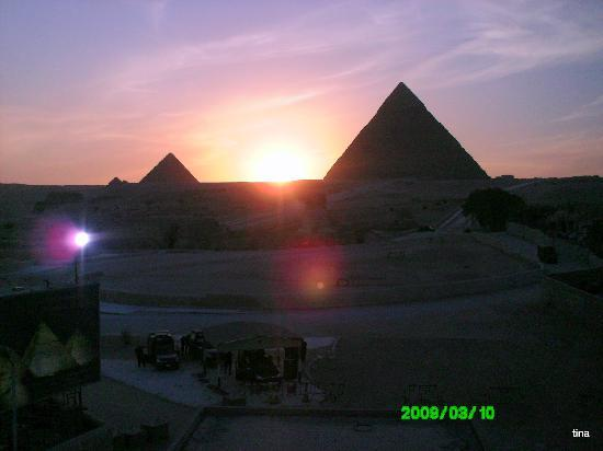 Nubian Hostel : sunset  by the pyramids