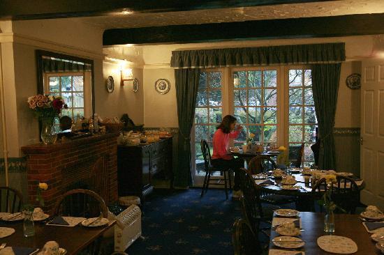 St Stephens Guest House: Spacious Breakfast Room.