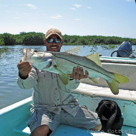 Singing Sands Inn: Guide, Arthur, holds my snook