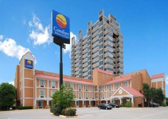 Comfort Inn & Suites Market Center: front of hotel