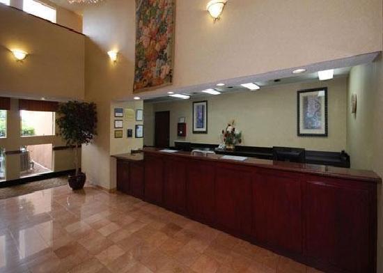 Comfort Inn & Suites Market Center: lobby