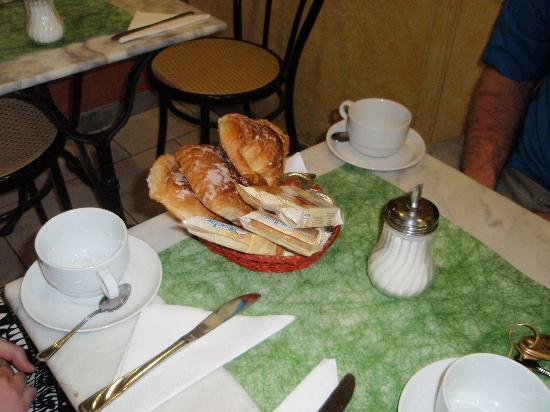 San Pietro Rooms: breakfast table
