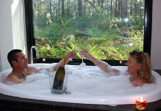 The Bower at Broulee: Romantic Spa Getaway
