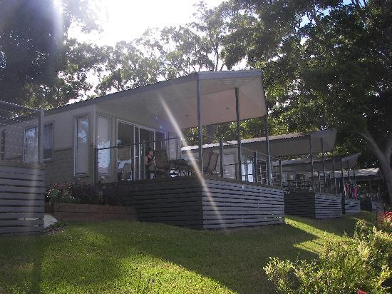 Discovery Parks – Forster: river front cabin