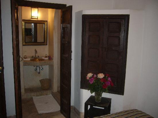 Riad Fabiola : salle de bain opale