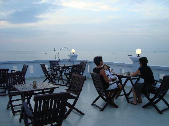 Hotel Sea Breeze: roof terras