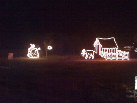 Belton, TX: Santa feeding reindeer