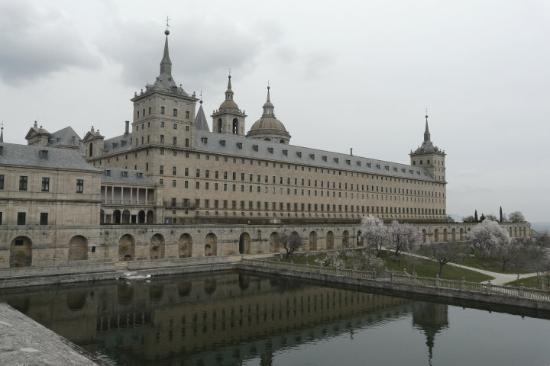 Monasterio y Sitio de San Lorenzo de El Escorial: El Escorial, no podia faltar en un albun que se llama Madrid.