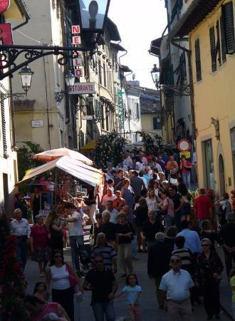 Сан-Кашано-ин-Валь-ди-Пеза, Италия: pane e rose a San Casciano in Val di Pesa (FI) dove abitavamo fino a luglio 2007