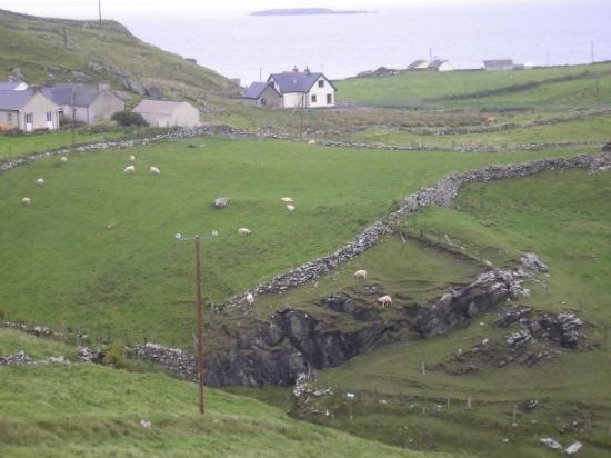 """Donegal Town, Irlanda: """".. nemôžem zato, strašne sa mi lúbia tie múriky..."""""""