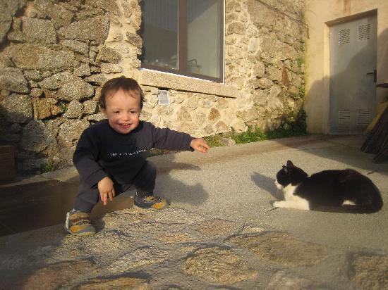 Hotel rural Candela y Plata: Eduardo disfrutó del jardin y sus habitantes