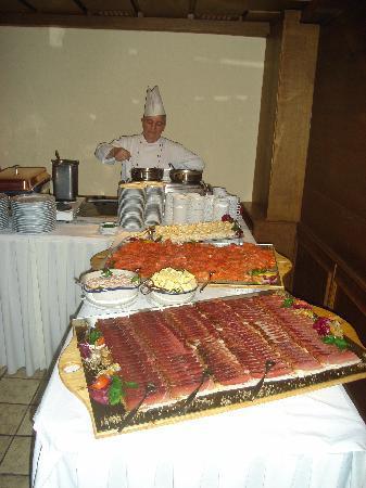 Rosenegger Hotel: Buffet im Hotel Rosenegger mit Koch