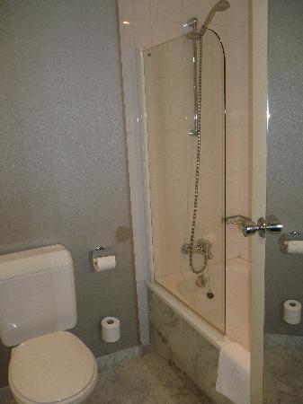 Salle de bain photo de hotel bloom saint josse ten for Salle bain hotel