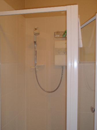 Tinode House: Shower